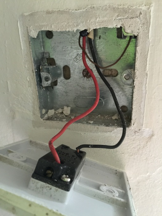 devonia electrical builders other contractors diy tips when we attended the first thing we found was that the earth wire in the light switch was not sheathed unnecessary exposed sections of live wire in the